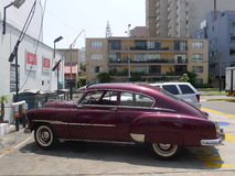 Coupé 1951 Chevrolets De Luxe in San Isidro, Lima Lizenzfreie Stockbilder