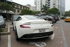 Coupé d'Aston Martin Vanquish garé à Lima Photos stock