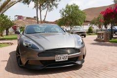Coupé de Gray Aston Martin Vanquish au sud à de Lima Photographie stock