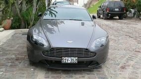 Coupé de Gray Aston Martin Vantage S garé à Lima Photo stock
