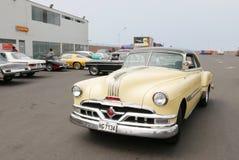Coupé 1953 de Pontiac Catalina garé à Lima Images libres de droits