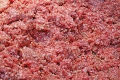A coupé en tranches le porc effrayant frais sur le marché de produits frais à vendre photo stock