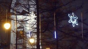 Coup d'étoiles de lueur de Noël dans la ville de soirée clips vidéos