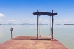 Coup d'oscillation au-dessus de la mer Photo libre de droits