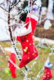 Coup de chaussettes les vêtements réchauffent photos libres de droits