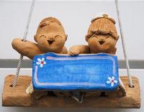 Coup de modèle d'argile cuit au four par poupée de label photos stock