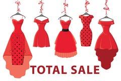 Coup des robes des femmes rouges de mode sur le ruban Grande vente Photographie stock