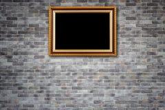 Coup en bois de cadre de photo de vintage sur le mur en pierre naturel Intérieur Photo libre de droits