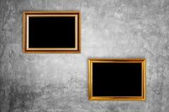 Coup en bois de cadre de photo de vintage sur le mur en pierre naturel Intérieur Image libre de droits