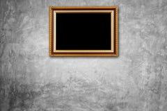 Coup en bois de cadre de photo de vintage sur le mur en pierre naturel Intérieur Photographie stock libre de droits