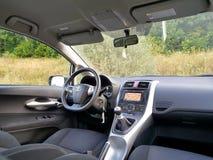 Coupe cabrio czerni sportowy samochód fabrykujący niemieckim luksusowym gatunkiem od behind Zdjęcie Stock