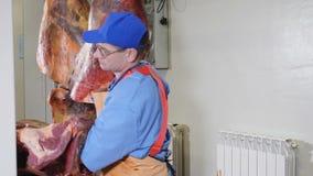 Coupe de boucher, transformant la viande fraîche Usine de traitement de la viande Industrie de saucisse tiré du meatman avec un c clips vidéos