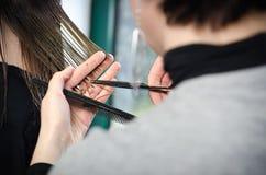 Coupe de cheveux au coiffeur Photographie stock