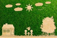 Coupe de document de concept d'écologie de nuage d'arbre du soleil de maison d'amour de famille Photographie stock libre de droits