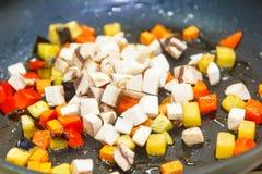 Coupe de légumes en petits cubes et frite photo libre de droits
