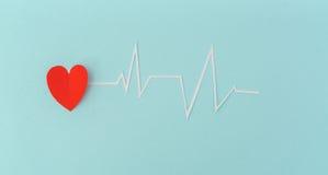 Coupe de papier de cardiogramme de rythme de coeur pour le jour de valentines Images libres de droits
