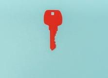 Coupe de papier de clé pour le coeur comme symbole de l'amour Photo libre de droits