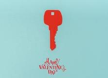 Coupe de papier de clé pour le coeur comme symbole de l'amour Image stock