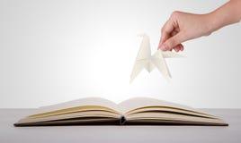 Coupe de papier de prise de main de l'année du cheval 2014 Photographie stock libre de droits