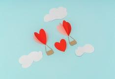 Coupe de papier des ballons à air chauds de coeur pour le celebrat de Saint-Valentin Photographie stock