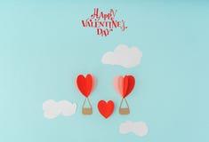Coupe de papier des ballons à air chauds de coeur pour le celebrat de Saint-Valentin Photographie stock libre de droits