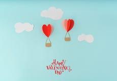 Coupe de papier des ballons à air chauds de coeur pour le celebrat de Saint-Valentin Image libre de droits