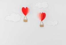 Coupe de papier des ballons à air chauds de coeur pour le celebrat de Saint-Valentin Image stock