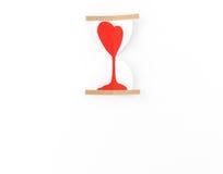 Coupe de papier des coeurs dans l'horloge de sable Photographie stock libre de droits