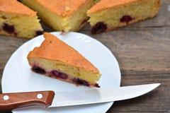 Coupe de tarte aux cerises Photos stock