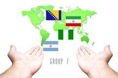 Coupe du monde drapeau de 2014 groupes-f avec le fond de carte de main et du monde Image libre de droits