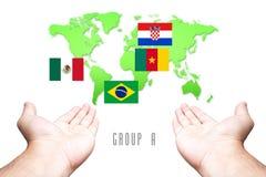 Coupe du monde drapeau de 2014 groupes-Un avec le fond de carte de main et du monde Images libres de droits