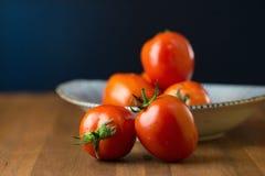 coupe en tranches des tomates Tomates coupées Nourriture saine de tomates fraîches Photographie stock libre de droits