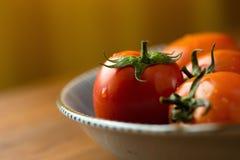 coupe en tranches des tomates Tomates coupées Nourriture saine de tomates fraîches Images stock