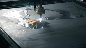 Coupe industrielle de laser traitant la fabrication banque de vidéos