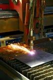 Coupe industrielle de plasma de commande numérique par ordinateur de la plaque de métal closeup Photographie stock libre de droits