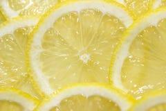 Coupe juteuse de citron en cales Photo libre de droits