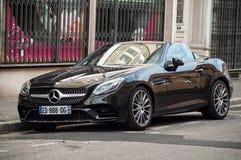 Coupe Mercedes Benz SLC 220 samochód parkujący w ulicie Zdjęcia Stock