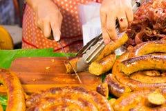 Coupe Sai Aua (saucisse épicée thaïlandaise de Notrhern) photographie stock libre de droits
