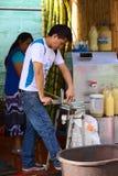 Coupe Sugar Cane dans Banos, Equateur Image libre de droits