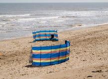 Coupe-vent sur une plage Images libres de droits