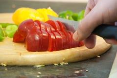 Couper en tranches des poivrons Photo libre de droits