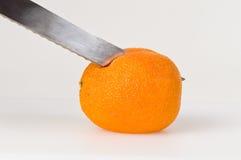 Couper en tranches l'orange sanguine Photo libre de droits