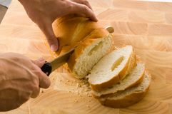 Couper en tranches le pain Photos stock