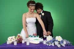Couper le gâteau photos libres de droits