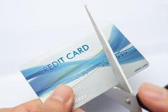 Couper par la carte de crédit Photographie stock