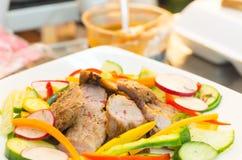 Coupes délicieuses de bifteck de flanc cuites à la perfection Photos libres de droits