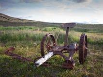 Coupeur d'herbe tiré par cheval abandonné en Islande Photo libre de droits