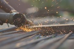 Coupeur en acier dans le chantier de construction Photo libre de droits
