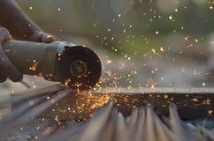 Coupeur en acier dans le chantier de construction Photographie stock
