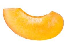 Coupez en tranches l'abricot mûr d'isolement sur un fond blanc Photographie stock